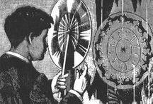 """Lumière & mouvement : les origines du cinéma / """"Entre 1829 et 1833, un physicien belge invente le phénakistiscope. Il s'agit de deux disques en cartons. Sur  l'un se trouvent dessinées les différentes phases d'un même mouvement et l'autre est percé de fentes réparties de façon aussi régulière que les images. En faisant tourner les deux disques placés sur un même axe, on a l'impression de voir le mouvement se faire et se répéter."""" /// http://praxinoscope.free.fr/historiqueA.html"""