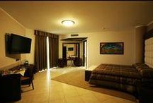 Le nostre camere / Hotel Record dispone di 194 camere, di cui 152 matrimoniali, 38 doppie con letti separati e 4 modernissime suites con vasca idromassaggio, tutte modernamente arredate e dotate di tutti i comfort, per un totale di 388 posti letto.
