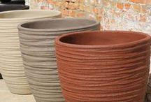 By Domani / La marque belge Domani propose une large gamme de pots en Zinc et terre cuite fabriqués artisanalement pour un aménagement authentique et chic.