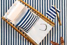 By Pappelina / La marque scandinave Pappelina propose une gamme de tapis ultra design et résistants conçus pour l'extérieur, ainsi que des plaids et des coussins d'agrément déco.