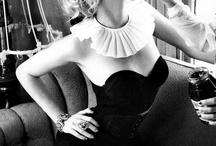 Ellen von  Unwerth / Una ricerca che riguarda le fotografie di Ellen von Unwerth (Francoforte sul Meno, 1954). Fotografa e regista tedesca, specializzata nell'erotismo femminile. In passato ha lavorato come modella per dieci anni prima di spostarsi dietro la macchina fotografica ed attualmente crea fotografia di moda e pubblicitaria.