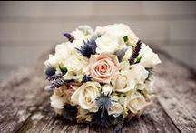Ramos de novia - Wedding Bouquets / Además de completar tu look nupcial te servirá para tener las manos ocupadas y no tener que preocuparte por ellas. ¡Ojo! que te expliquen bien cómo llevarlo con gracia.
