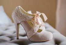 Zapatos de novia - Wedding shoes / ¿Qué va a sujetarte en un día tan maravilloso? Planos, de tacón, alpargatas, zapatillas...