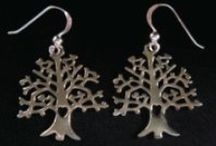 Tree of Life Jewelry / Tree of Life Jewelry has meaning to many people and that meaning can be personal or spiritual - in any case wearing Tree of Life Jewelry brings a sense of well being to the wearer