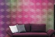 GLAMORA - MULTIVERSE BY KARIM RASHID 2014 - / İtalya'nin ünlü dizayn stüdyolarının onayladığı desenlerle birlikte ünlü tasarımcı Karim Rashid'in desenlerini de içeren, verilen ölçülere göre desenlerin özel olarak ayarlandığı, ipek ve keten hissi veren vinil dokulu duvar kağıtlarına olarak yüksek baskı kalitesiyle üretilen duvar kağıdı http://www.hdgroup.com.tr/urunler.aspx?iid=310