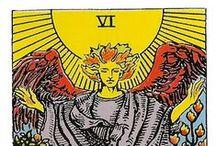 Los Arquetipos del Tarot / El Tarot es un lenguaje simbólico portador de gran conocimiento psicológico y filosófico. Es un mapa  de los procesos y circunstancias que el ser humano  atraviesa en este extraordinario viaje por la vida.  Cada carta es el reflejo de una experiencia clave , profunda y arquetípica que nos está indicando un momento de aprendizaje.  Entonces, es importante conocer su significado, para poder utilizar esta poderosa herramienta para Autoconocimiento y como guía par nuestra vida.