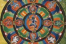 """Mandalas y Símbolos / Un Mandala es una representación o imagen arquetípica que representa la totalidad del alma humana expresada míticamente, es decir, simboliza el fenómeno de la divinidad encarnada en el hombre. En sánscrito significa """"circulo mágico"""". Es un símbolo de totalidad, transformador de la energía psíquica, que permanece vivo en la psique humana desde el inicio de la Humanidad.   ."""