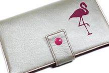 idées cadeau Femme / De belles idées de cadeaux pour les femmes, que ce soit pour un anniversaire, un noël, un mariage, une st valentin, la fête des mères, etc... de nombreuses créations à découvrir...  N'hésitez-pas à proposer vos créations ! (maxi 3 par jour merci :)) Pour pouvoir publier sur ce tableau, envoyez-moi un mail sur kipapeecreations@gmail.com  Venez également découvrir ma boutique KIPAPEE :  www.alittlemarket.com/boutique/kipapee