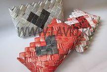 Candy wrapper coin purse  by LaviQ  ( portofele eco ) / Un accesoriu in voga, plin de culoare, mic si distractiv, perfect pentru a pune maruntisuri cum ar fi telefonul, jumatate de pachet de guma, chei, carduri si niște banuti. Realizat cu decupaje de revista, rezistent la umezeala, fermoar, lucrat manual, potrivit pentru orice tip de tinute.  Iesi in evidenta cu un portofel LaviQ ! www.laviq.ro  ;   www.facebook.com/pages/LaviQ/206808016028814