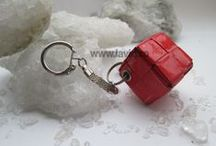 Candy wrapper key rings by LaviQ ( breloc eco ) / Nu pierde cheile din nou cu acest breloc LaviQ realizat din decupaje de revista, lucrat manual. www.laviq.ro www.facebook.com/pages/LaviQ/206808016028814
