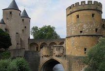 """Fotos und Grafiken aus der Saar-Lor-Lux Region / Die Saar-Lor-Lux-Region besteht aus dem Saarland (""""Saar""""), der französischen Region Lothringen (frz. Lorraine – """"Lor""""), dem Großherzogtum Luxemburg (""""Lux"""") und der belgischen Region Wallonien.  https://de.wikipedia.org/wiki/Saar-Lor-Lux"""