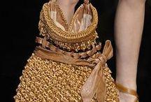Voglio una borsa... / Comfort, praticità, eleganza, raffinatezza, colore, paillettes, oro e argento...maxi o mini... per ogni occasione.