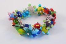 Eigen werk / Eigen gemaakte glaskralen. Veel van deze sieraden zijn te koop op http://www.pk-kreatief.nl