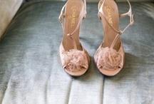 Vestidos y zapatos de novia