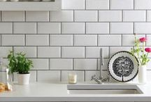 Subway Look / When it comes to a classic backsplash nothing beats the traditional subway tile. Using subway tiles in your kitchen adds a traditional feel which never gets old.