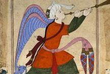 """MİNYATÜR / Minyatür, çok ince işlenmiş ve küçük boyutlu resimlere ve bu tür resim sanatına verilen addır. Orta Çağda Avrupa'da elyazması kitaplarda baş harfler kırmızı bir renkle boyanarak süslenirdi. Minyatür sözcüğü buradan türemiştir. Bizde ise eskiden resme """"nakış"""" ya da """"tasvir"""" denirdi."""