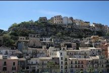 Ragusa Ibla, Sicily Tour & Design Ideas / Ragusa's origin can be traced back to the 2nd millennium BC, where Sicels established several settlements. The ancient tribe who populated the 1000 ft. hill came in contact with the nearby Greek colonies and developed the town thanks to the nearby port of Camerina.