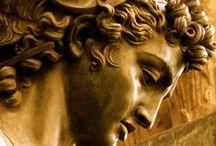 Скульптура и рельефы.