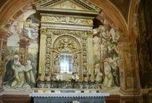 Сиена. Базилика Сан Доменико. / Базилика возведена на холме Кампореджо. Строительство церкви началось в 1225 г., а по завершению (XIV) в ней разместилась резиденция ордена ордена доминиканцев. Росписи Содомы посвящены житию св. Доменика. Св. Екатерина Сиенская изображена на фреске Андреа Ванни, а мощи ее сохраняются в одной из капелл. В крипте - крест, расписанный Сано ди Пьетро.
