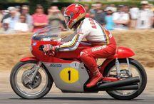 Giacomo Agostini / Le foto più belle di Giacomo Agostini, dentro e fuori la pista.
