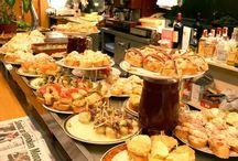 PINTXOS. /  On retrouve cette spécialité dans les bars du Pays basque espagnol, de Navarre, de la Rioja et d'autres régions du nord de l'Espagne.  Un vrai régal.