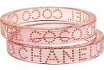 CHANEL BIJOUX FANTAISIE / l'univers fantaisie de Chanel, or, ou bakélite, lucite, perles etc...