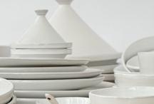 Handgefertigte Keramik aus Marokko / Zwei verschiedene Richtungen von Keramik aus Marokko -einmal die etwas rustikalere 'grüne Keramik' aus dem Süden Marokkos-Tamegroute, die durch ihre besondere grüne Glasur auffällt.  Die zweite Richtung ist eine Mischung aus Moderne und Tradition-teils traditionelle Keramikformen/ Gefäße werden durch eine schlichtere Formgebung und besondere Glasur bzw. Farbgebung modern umgesetzt.