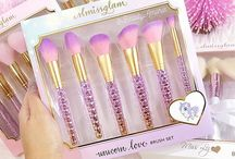 FAIRYTALE BRUSH SETS! / Brush sets that will make every girl feel like a fairytale princess!