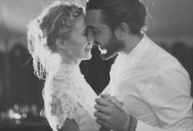 Bröllop || Feelgood / Ja. Vi vill fira dig som är hopplöst förälskad. Göra din dag magisk. Natten helt galen. Och vara en del av alltihop. För vi älskar bröllop. Djupt, innerligt och kanske lite för mycket. Vi koordinerar bröllop året om, med fokus på god mat och dryck, glädje och dans till långt fram på natten. Vill ni komma och hälsa på oss för att se vad vi kan göra för er? Kila över till: http://vidbynasgard.se/wedding/ så bokar vi in en lyxfika!