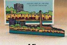 Mini Poa Colecionáveis / Criações exclusivas do nosso escritório, Leve a minha cidade | Coleção Porto Alegre é um projeto de arte e design que recebeu o 1º Lugar na Categoria Design Gráfico no 6º Prêmio Nacional Bornancini de Design em dezembro/2016. O prêmio é uma realização da APDESIGN - RS.  Três ícones da cidade ganham uma linda versão em objetos com design e arte realizados pelo nosso escritório. A Usina do Gasômetro, o Cais do Porto e Skyline da cidade. Um lindo presente!