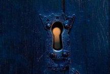 Doors/ Türen / DOORS, GATES AND THE LIKE.  The secret entrance.   --   TÜREN; TORE UND ÄHNLICHES.  Der geheime Eingang.
