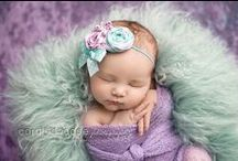Newborn Photography Poses and Inspiration / Sweet newborn baby poses and inspiration for photography sessions