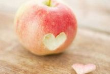 ♥ manzanita / i was born near a swabian apple tree field. thats why i like them since childhood. my graphic design studio is called apfel z design. apfel = apple / manna / pomme / mela ;D