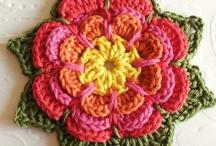 Crochet fleurs, formes, perles et boutons / Crochet tutos de fleurs, perles et boutons et formes simples : ronds, spirales, coeurs, étoiles etc...