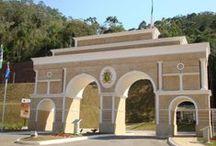 Construção Ecológica / Pórtico estilo Italiano de condomínio residencial em Domingos Martins.