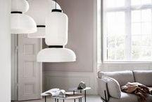 Interior: Leuchten / Die schönsten Lampen und Leuchten (Stehleuchten, Pendelleuchten, Tischleuchten, Hängeleuchten), um stilvoll Licht in die Wohnung zu bringen. Designklassiker und neue Entwürfe im schlichten modernen reduzierten minimalistischen skandinavischen Stil.