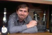 Marek Špalek: Entdeckungen aus dem Weinland Südmähren / Die Famile Špalek betreibt den Weinbau bereits seit 1970. Den entscheidenden Sprung machte das Weingut mit der Privatisierungswelle nach der Wende 1989. Zusammen mit seiner Frau Marty und den Söhnen Petr Ilgner und Marek Špalek, die beie Weinbau studiert haben,  hat sich František Špalek und die gesamte Famlie mit Leib und Seele dem Weinbau verschrieben.