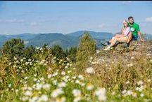 Frühlingshafte Weitblicke im Mühlviertel / Die ersten warmen Sonnenstrahlen des Jahres ermöglichen eine Vielzahl an sportlichen Aktivitäten, wie Radfahren, Mountainbiken oder Golfen im Granithochland. Entdecken Sie das Mühlviertel mit seinen kulturellen, kulinarischen und sportlichen Besonderheiten!