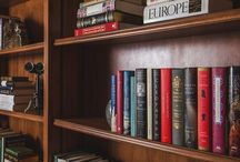 Books & Interiors - decor detail / Home library shelving, books and decor in harmony to make a beautiful space.