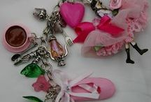 My  WoRKinG Style / Pretty bitty bits and vintage inspired  makes for my facebook shop!
