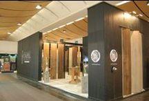 Targi DOMOTEX 2013 / Wykonane z drewna stoisko prezentujące podłogi Chapel Parket podczas targów DOMOTEX 2013. Ubiegłoroczna edycja największego w Europie spotkania branży podłogowej odbyła się w Hanowerze między 12 a 15 stycznia.  DOMOTEX 2014 rozpocznie się 11 stycznia.