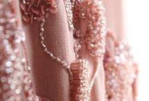 INV16 | Bordados / Toda a preciosidade das superfícies trabalhadas, das sedas aos tweeds, exalam luxo e glamour cool.