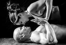 Yoga to do in Duos / Couple's photography ideas  Cool poses to try with friends  Yoga Photography Inspiration