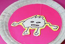 ME | Kinderkunst | Trashtortendesign / Genau das richtige Wetter um coole DIY Projekte mit Monstern ähm Kindern zu basteln. Du brauchst nicht viel Material um diese do it yourself Ideen umzusetzen. Pappteller, Farbe, Papier ....