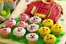 Cupcake Decorating / by Kristine Grotelueschen