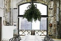 organic meets industrial wedding style / Pure whites and rich greenery are accented with intriguing hardware for a stylish marriage of the indoors and outdoors.