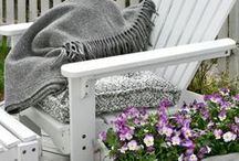 ♥ OUTDOOR SEATING