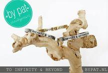 BY PAT / Handgemaakte, gepersonaliseerde armbandjes. € 19.50 Keuze uit drie verschillende kleuren: goud, zilver of rosé.  Geef je armbandje een persoonlijk touch met een eigen tekst of quote! De tekst wordt letter voor letter met de hand geslagen wat elk armbandje uniek maakt! WWW.BYPAT.NL