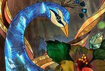 Peacock proud / Feathers and plumes, poses and art of the incredible peacock bird
