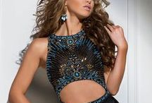Tony Bowls Dresses / Tony Bowls has kept Tony Bowls Designs on the cutting edge of the styling curve. These gowns bring the perfect ratio of elegance and sophistication that will catch every eye in the crowd.